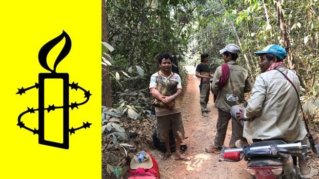 រូបសញ្ញាអង្គការលើកលែងទោសអន្តរជាតិ (Amnesty International) លោក អ៊ូច ឡេង (ឈរឱបដៃ) ប្រធានអង្គការកិច្ចការពិសេសសិទ្ធិមនុស្សកម្ពុជា (CHRTF) និងសមាជិកសហគមន៍ព្រៃឡង់ ៣នាក់ទៀត គឺលោក ស្រី ថី លោក ខេម សុឃី និងលោក ម៉ាន ម៉ាត់ ពេលចុះល្បាតព្រៃ នៅពាក់កណ្ដាលខែមីនា ឆ្នាំ២០២០។