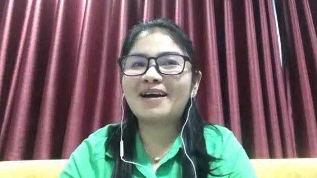 កញ្ញា ស៊ិន ចាន់ពៅរ៉ូហ្សេត ចៅសង្កាត់ជាប់ឆ្នោតសង្កាត់អូរចា ខែត្របាត់ដំបង ក្នុងកិច្ចបទសម្ភាសន៍តាមបណ្ដាញ Skype ជាមួយវិទ្យុអាស៊ីសេរី នៅរាត្រីថ្ងៃទី២៩ ខែកក្កដា ឆ្នាំ២០១៩។