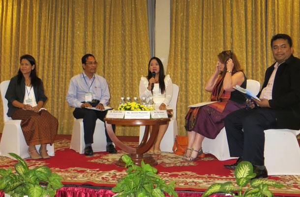 កិច្ចពិគ្រោះយោបល់ពហុភាគីពាក់ព័ន្ធ ស្ដីពីការលើកកម្ពស់អភិបាលកិច្ចល្អរបស់អង្គការសង្គមស៊ីវិល រៀបចំដោយគណៈកម្មាធិការសហប្រតិបត្តិការដើម្បីកម្ពុជា (CCC) នាសណ្ឋាគារកាំបូឌីយ៉ាណា (Cambodiana Hotel) រាជធានីភ្នំពេញ កាលពីថ្ងៃទី២៧ ខែកញ្ញា ឆ្នាំ២០១៣។
