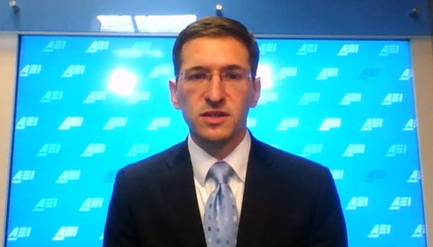 បណ្ឌិត ហ្សាក ឃូពឺរ (Zack Cooper) សាស្ត្រាចារ្យសាកលវិទ្យាល័យ Georgetown និងជាអ្នកជំនាញសន្តិសុខអន្តរជាតិប្រចាំវិទ្យាស្ថានសហគ្រាសអាមេរិកាំង (American Enterprise Institute, AEI)។